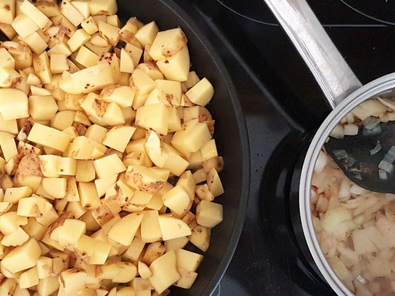 Bratkartoffeln_und_Petersiliezwiebeln