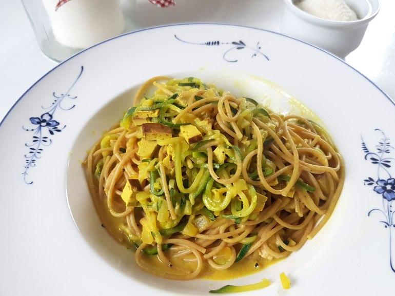 Zucchinispaghetti mit Räuchertofusoße-1