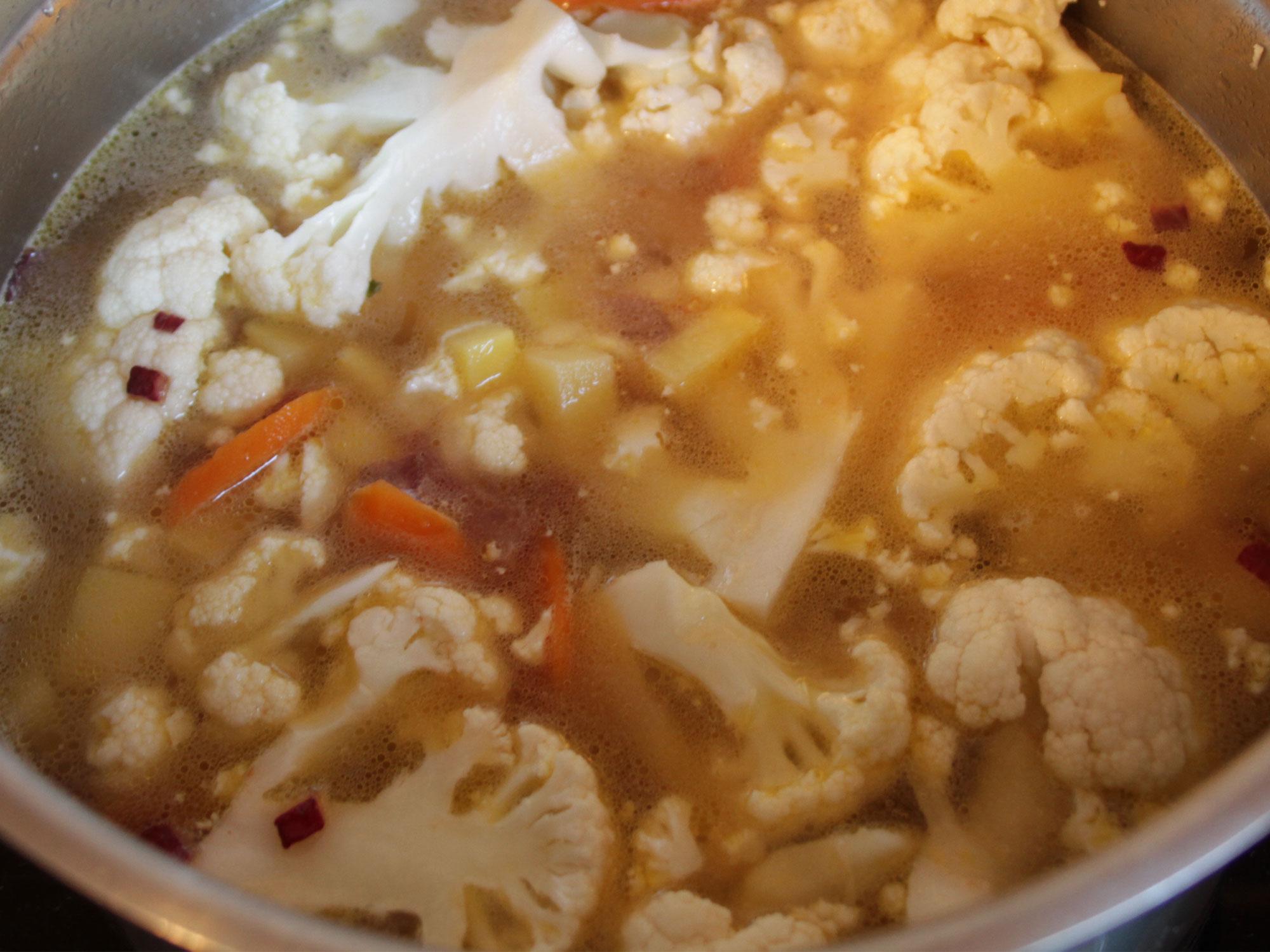 Blumenkohlsuppe-kochen